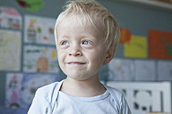 Portrait of smiling little blond boy at home - RBF004253