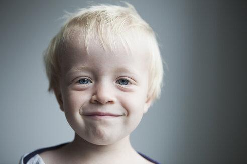 Portrait of happy little blond boy - RBF004256