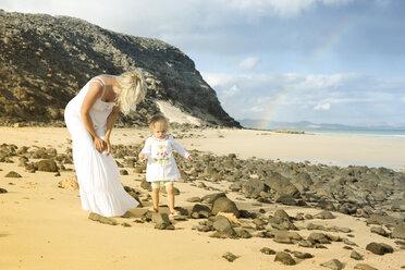 Spain, Fuerteventura, Jandia, mother and daughter on beach - MFRF000601