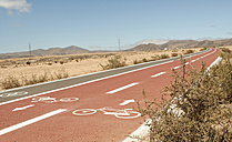 Spain, Fuerteventura, footpath and bicycle lanes - MFRF000616