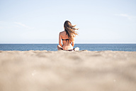 Spain, Tenerife, young woman relaxing on the beach - SIPF000323