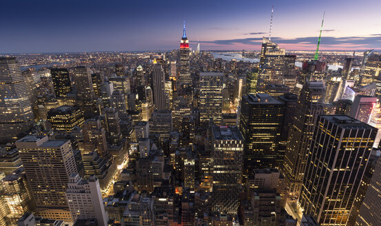 USA, New York City in the evening - FCF000883