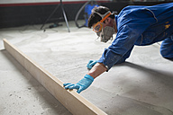 Worker checking the level of the concrete floor - RAEF001036