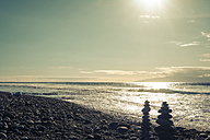 Spain, Tenerife, beach and cairn against the sun - SIPF000354