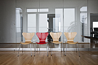 Row of empty chairs in office - RBF004403