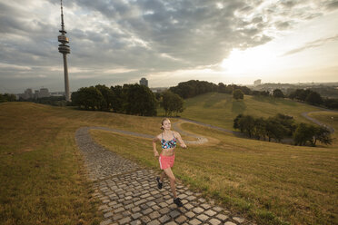 Germany, Munich, young  woman jogging in the morning - FCF000915