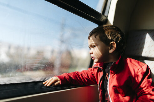 Little boy on his first train ride looking through the window - JRFF000533