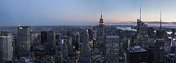 USA, New York State, New York City, Manhattan, Skyline at sunset - FCF000917