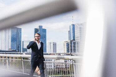 Young businessman walking in the city - UUF006937