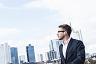 Young businessman walking in the city - UUF006940