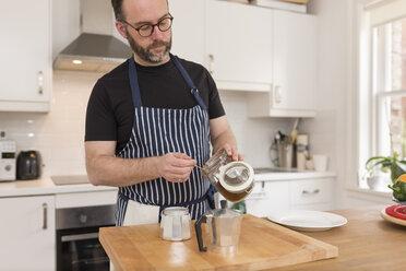 Man preparing espresso in the kitchen - BOYF000262