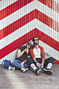 Young couple relaxing on the street - RTBF000120