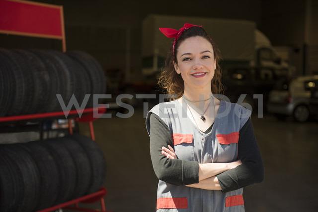 Mechanic woman posing outdoors - JASF000690