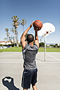 Young man practicing on outdoor court - LEF000100