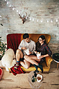 Young couple eating chinese take-away food at home - RTBF000136