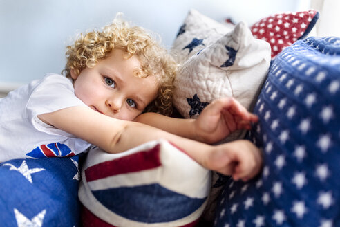 Portrait of blond little boy relaxing at home - MGOF001752