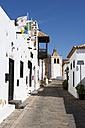 Spain, Canary Islands, Fuerteventura, Betancuria, alley with Church Santa Maria de Betancuria - WWF003977