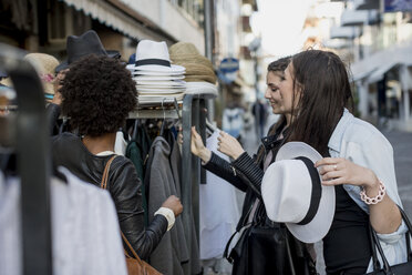 Young women shopping for clothes in the city - MAUF000477