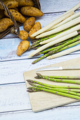 Green and white asparagus and new potatoes - LVF004801
