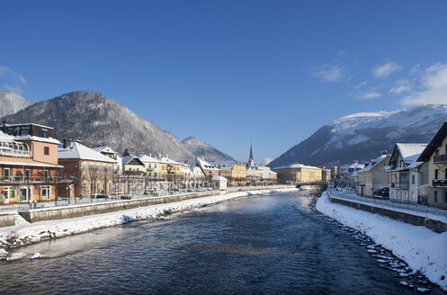 Austria, Bad Ischl, Spa Town, Traun river in winter - WWF003983