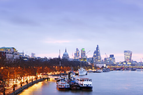 UK, London, skyline with River Thames at dawn - BRF001341