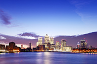 UK, London, skyline with Canary Wharf skyscrapers at dawn - BRF001347