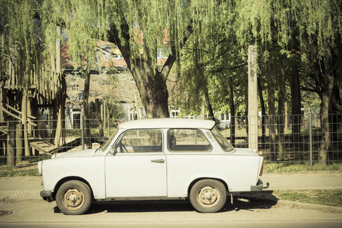 Germany, Berlin, old trabant - CMF000399