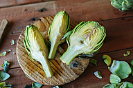 Sliced artichoke on wood - KIJF000357