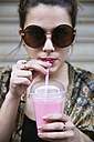 Portrait of young woman with sunglasses drinking smoothie - RTBF000161