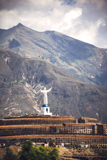 Peru, Yungay, Campo Santo of Yungay and Huascaran Peaks, statue of Christ - EHF000339