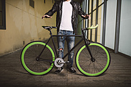 Young man with fixie bike - RAEF001090