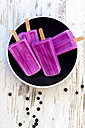Plate with four homemade blueberry ice lollies - SARF002713