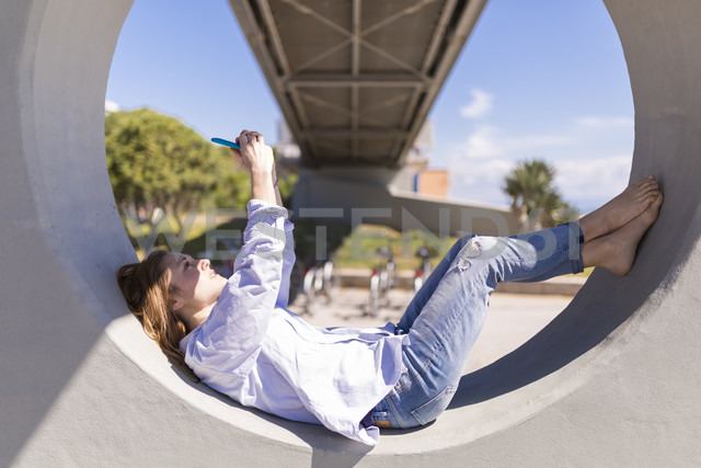 Italy, woman taking selfie with smartphone while having a rest in the shade - BOYF000303 - Boy/Westend61