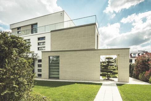 Germany, Berlin, Bauhaus style villa - CMF000414
