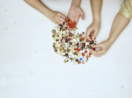 Hands sorting buttons - DISF002477
