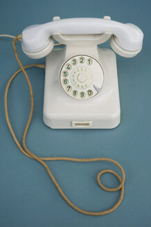 Old white bakelite telephone - GISF000210