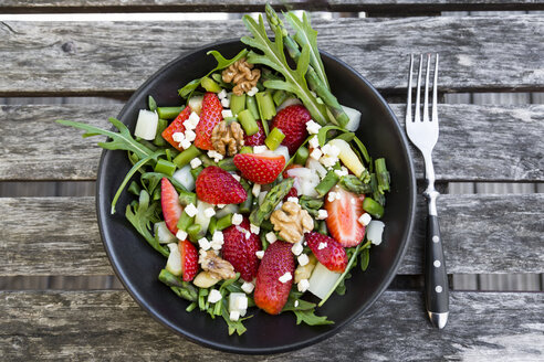 Fresh salad of asparagus, strawberries, rocket, feta cheese and walnuts - SARF002724