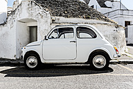Italy, Apulia, Alberobello, old Fiat 500 parked in front of Trullo - CSTF001060