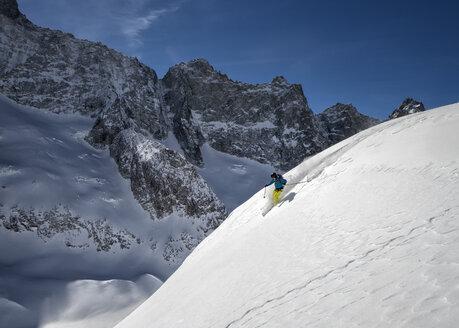 France, Isere, Les Deux Alps, Vallon de Selle, off-piste skiing - ALRF000388