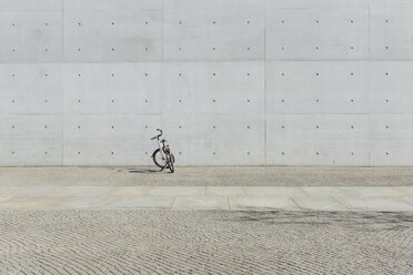 Germany, Berlin, bicycle parking in front of concrete wall at government district - ZMF000469