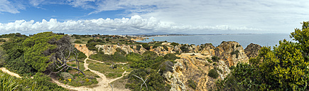 Portugal, Algarve, Lagos, hiking path at cliff coast - FRF000412