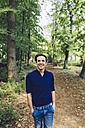 Portrait of smiling man in nature - GIOF000961