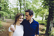 Portrait of couple in love walking in the woods - GIOF000970