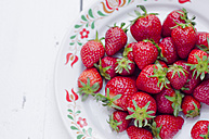 Plate with strawberries - CZF000249