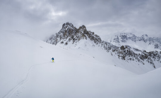 France, Hautes Alpes, Queyras Nature Park, Ceillac, Tete du Rissace, ski mountaineering - ALRF000450