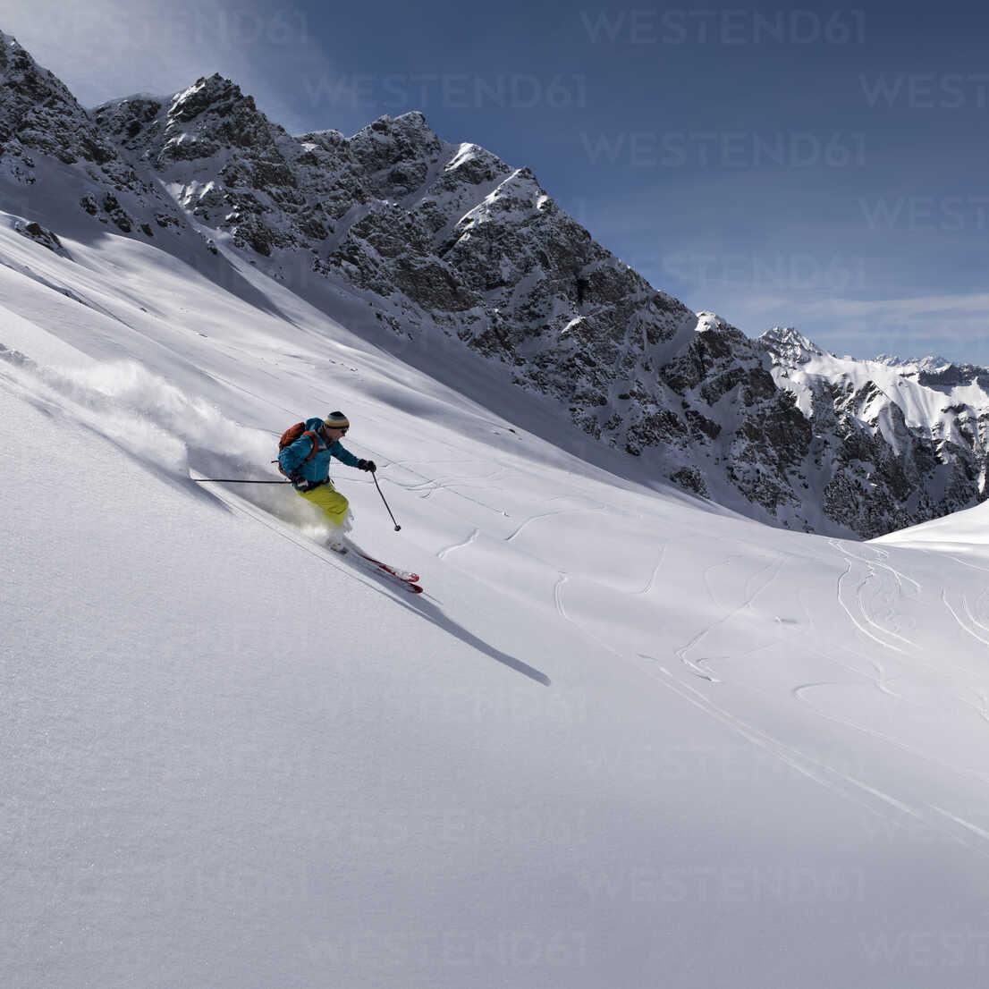 France, Hautes Alpes, Queyras Nature Park, Saint Veran, Tete de Longet, ski mountaineering - ALRF000456 - Alun Richardson/Westend61