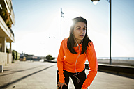 Woman running in the morning while listening to music - JRFF000679
