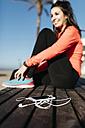 Young woman preparing to run - JRFF000682