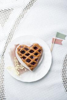 Heart-shaped cherry cake - MYF001476
