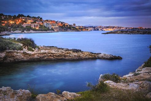Spain, Balearic Islands, Mallorca, Cala Comtesa at Illetes in the evening - VT000525